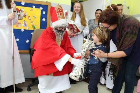 Odwiedziny Świętego Mikołaja w grupie maluszków i starszaków